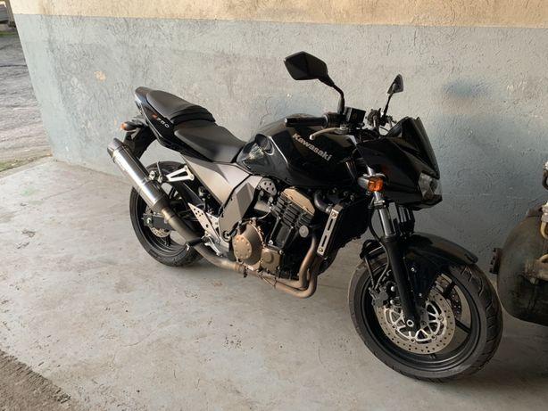 Kawasaki Z750 yamaha suzuki 750 honda