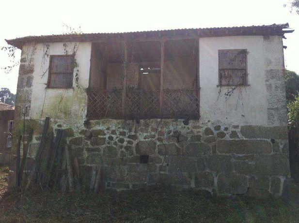 Casa em granito para reconstruir com terreno