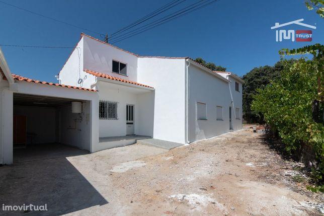Moradia T2 Semi Mobilada Com Garagem Em Fátima Zona Sul
