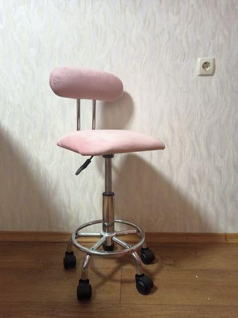 Продам стул для мастера на колесиках