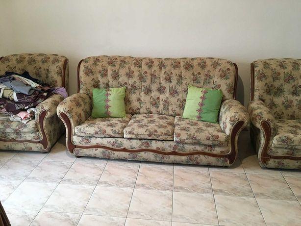 Sofá de 3 Lugares e  2 Cadeirões para Desocupar - 50€