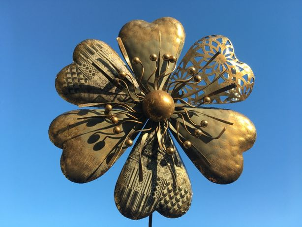 metalowe ozdoby do ogrodu Kwiaty