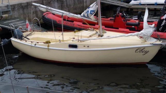 Jacht żaglowy morski kilowy zarejestrowany