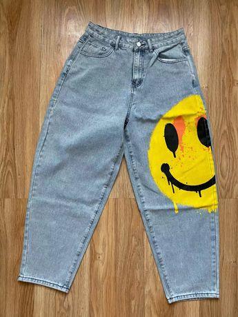 Стрейчевые свободные джинсы