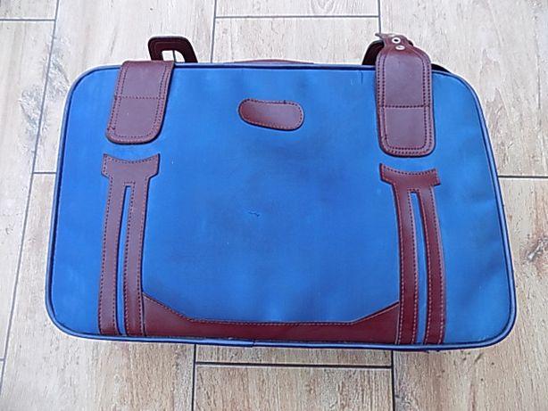 Stara walizka w stylu retro. Ładna kolorystyka. Pojemna