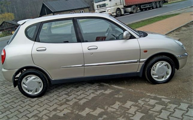 Daihatsu Sirion 1,0 1998 rok /cały na części /