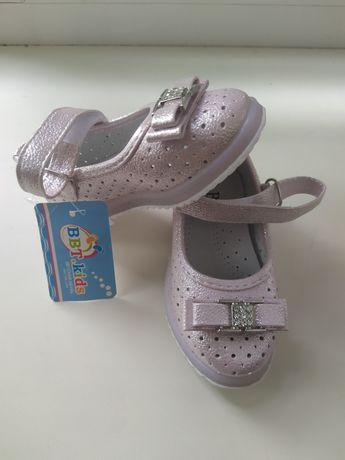Продам новые детские туфельки