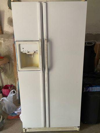 Холодильник двухкамерный General Electric Company.(USA)