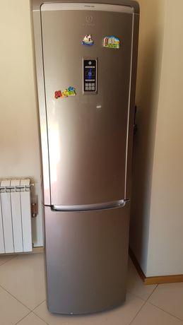 frigorífico em muito bom estado de conservação contém