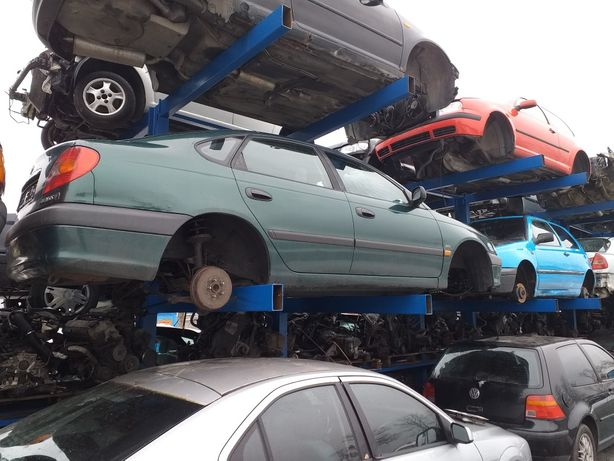 Toyota Avensis 2000 rok 2.0 benzyna na części