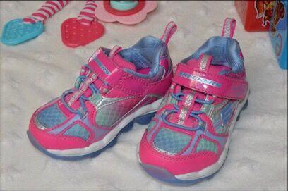 Кроссовки Skechers для девочки (оригинал из Америки)