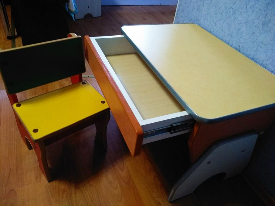 Стол-парта и стульчик. Ахтырка - изображение 1
