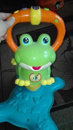 Żaba skoczek grająca