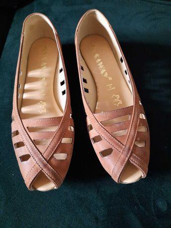 Jak nowe. Ażurowe baleriny sandały skórzane Saway