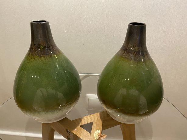 Jarras verdes de vidro
