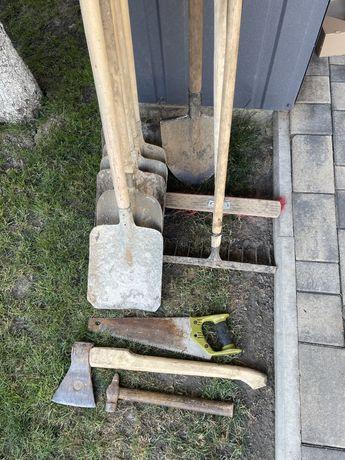 Садовый инвентарь лопаты, грабли