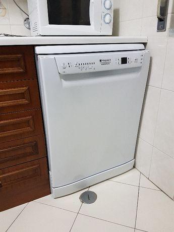Máquina de lavar loiça Ariston Hotpoint