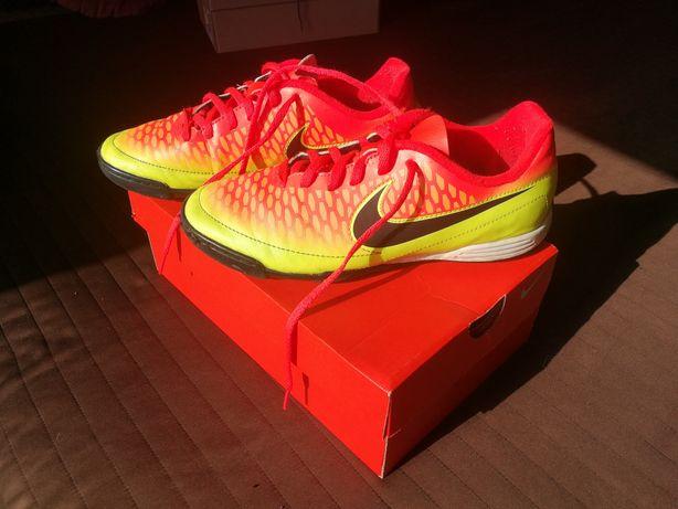 Buty sportowe do piłki nożnej piłkarskie NIKE MAGISTA 38,5 neon żółty