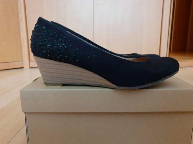 Czarne buty na koturnie Graceland