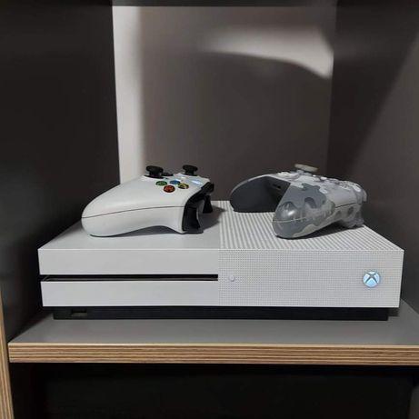 XBOX ONE S + 2 pady + 4 gry