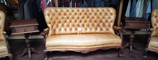 Canapé antigo em óptimo estado à excepção de um rasgo no assento