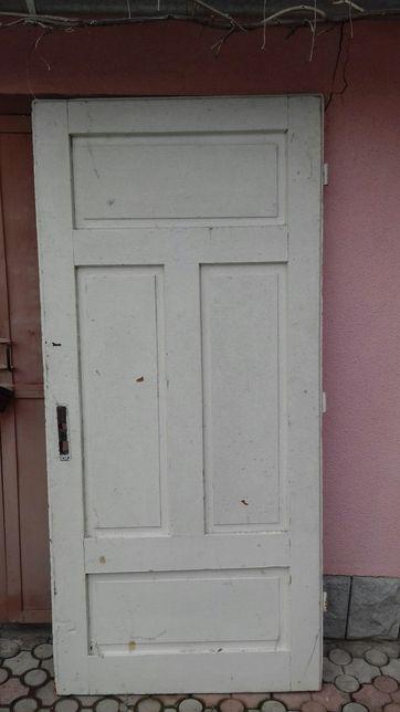Дверь деревянная, сплошная,филенчатая 1,9×0,9 смотрите пять фото