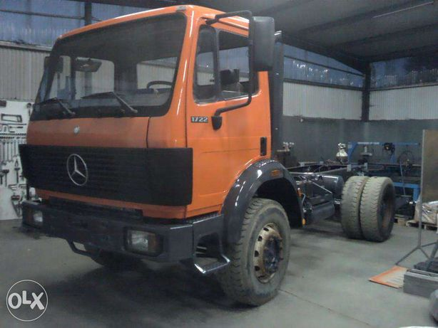 Camião Mercedes-Benz