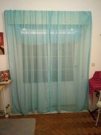 Dois cortinados em cambraia azul claro