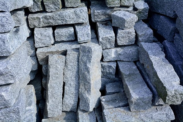 Palisada granitowa 10x10x50cm