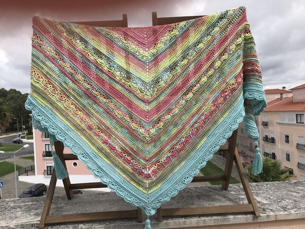 Xaile colorido em crochet - oferta dos portes