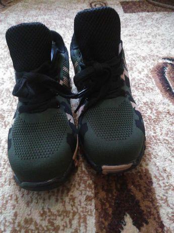 Кросовки з металевим носком