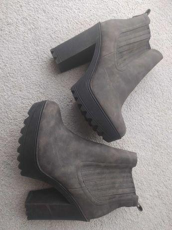 Sprzedam damskie  buty rozmiar 39
