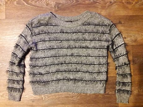 Теплый свитер в полоску