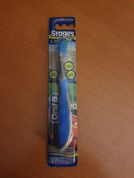 1 Escova de Dentes ORAL B Stages 3 Embalagem Inviolada