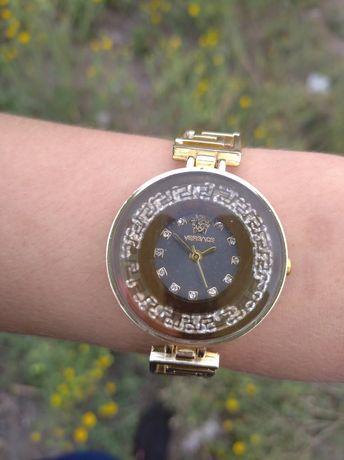 Женские наручные часы под Versace