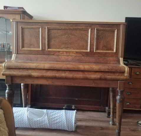 Barek z zabytkowego pianina.