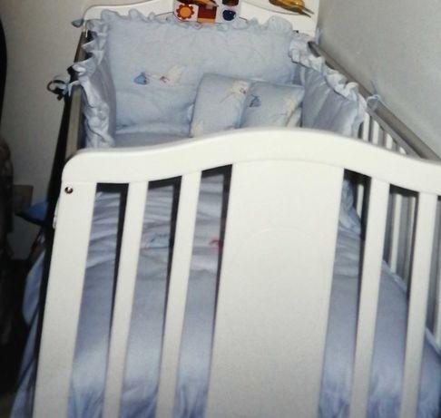 Cama de grades branca como nova com colchão.