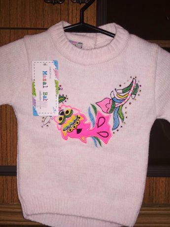 Маленькой девочке свитерок.
