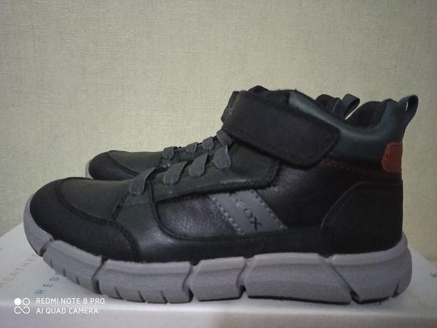Демисезонные ботинки новые geox 22,5 см