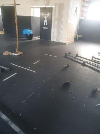 Vendo chão, carros, e barras masculinas box pt material crossfit