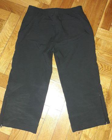 Czarne Spodenki za kolano Nike S