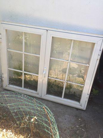 janelas brancas de alumínio com portada castanha