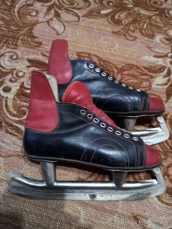 Продам подростковые мужские коньки,размер 39,кожаные, ещё советские