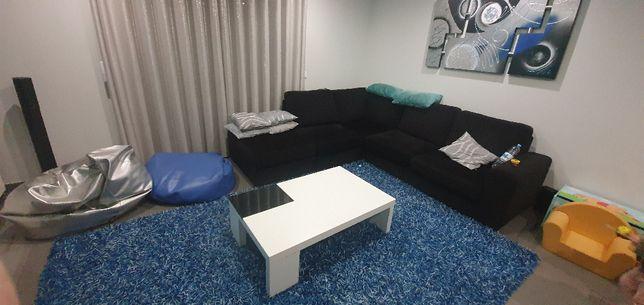 Conjunto de Sala com Sofá, Tapete, Mesa de Centro, Quadro e 2 Puff