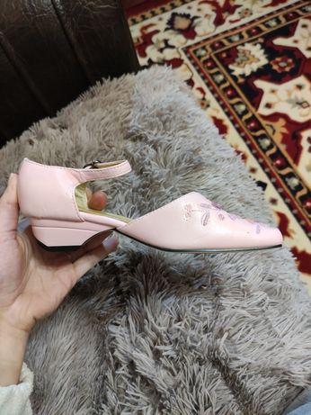 Нарядные детские туфли на каблуке кожзам розовые для выпускного 32 р-р