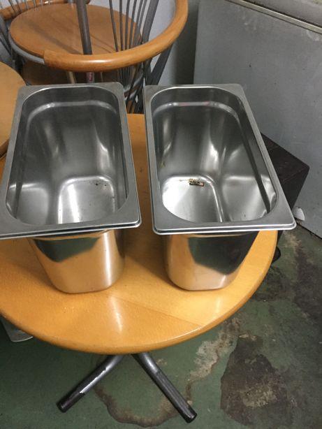 Duas caixas de inox