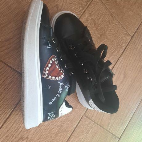 Стильне взуття для дівчинки