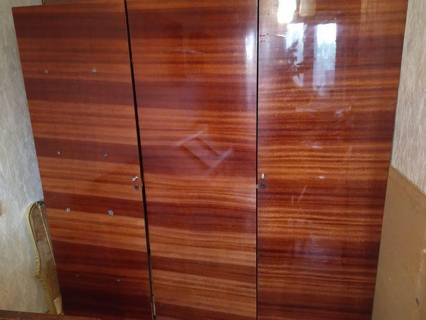 Шкаф (кухня, дача, балкон),телевизор,дископроигрователь,видеомагнитофо