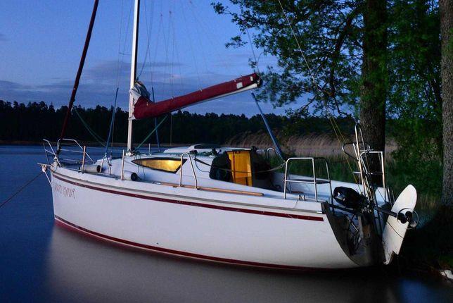 Czarter jachtu Antila 26, jacht, żaglówka, jezioro Nidzkie