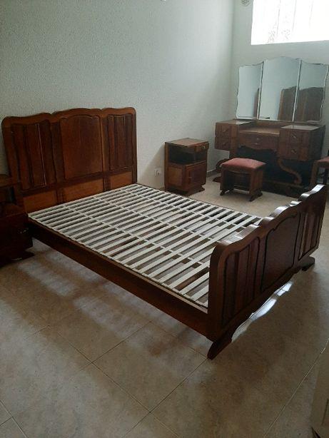 Cama e estrado de madeira de mobília de quarto